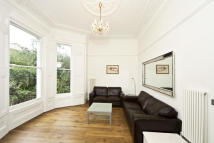 Flat to rent in Elgin Crescent