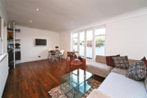 2 bedroom Flat to rent in St Lukes Road