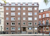 Flat for sale in Elm Park Gardens, London