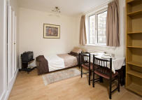 Chelsea Cloisters Flat to rent