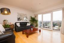 3 bed Flat to rent in Parkview Court...