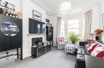 Flat to rent in Whittingstall Road...
