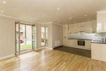 3 bedroom Flat to rent in King Henrys Reach