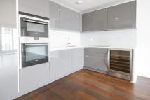 2 bedroom Flat to rent in Ravensbourne Apartments...