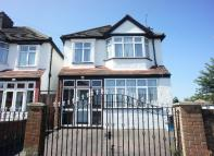 Detached house in Norbury Avenue Thornton...