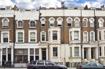 Flat in Cornwall Crescent, London