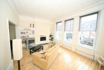 3 bedroom Flat to rent in Shepherds Bush Road