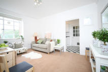 2 bed Flat to rent in Latymer Court...