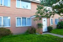 Flat to rent in Priory Gardens...