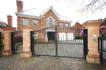 Detached property to rent in Heathfield Lane...