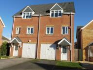 3 bedroom semi detached house in Walstow Crescent...
