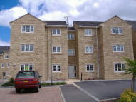 Apartment to rent in Loxley Close, Bradford...