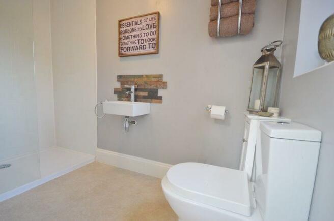 shower room/do...