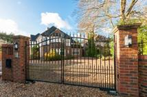 6 bed Detached property in Hempstead Road, Watford...