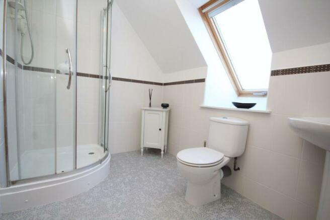 Bedroom 2 En S...