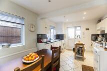 4 bed property in Scrubs Lane, LONDON