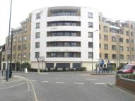 Apartment to rent in Chertsey Road, Woking...
