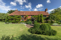 Detached property in Elsted, Midhurst...