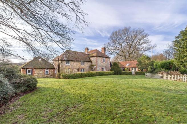 4 Bedroom Detached House For Sale In Woodmansgreen Linch Liphook