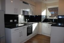 Flat to rent in Haling Park Road...
