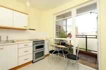 Flat to rent in Churchill Gardens,
