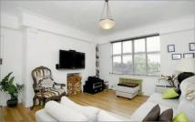 3 bed Flat in Beverley Court...