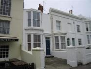 2 bed house to rent in Upper North Street...