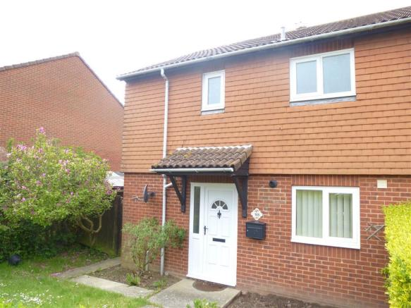 bedroom house to rent in milfoil drive eastbourne bn23