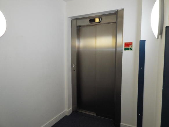 Lift to all floors