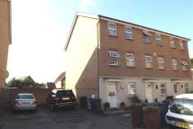 4 bed Town House to rent in Frobisher Gardens...