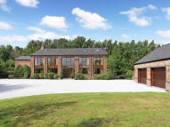 6 bedroom Detached home in Station Lane...