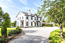 5 bed Detached property for sale in Nr Mollington, CH1 6JS