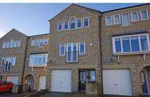 Town House for sale in 15 Buckstones Close...