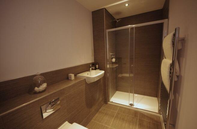 Bedroom 4 En-S...