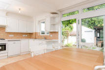 4 bed home in Princes Avenue, Acton, W3