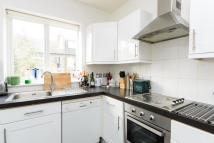 Maisonette to rent in Eastbury Grove, Chiswick...