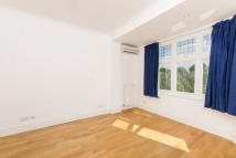 Studio flat to rent in Warwick Road, Ealing, W5