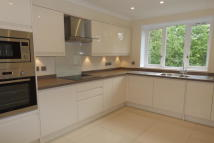 2 bedroom Flat to rent in Addison Road, Kirklee