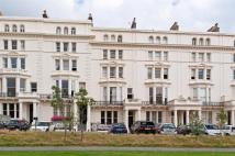 2 bed Flat in Palmeira Square, Hove