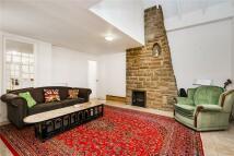 Detached house to rent in Castelnau, London