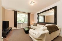 1 bedroom Flat in Heathway Court...