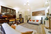 2 bedroom Flat to rent in Netherhall Gardens NW3