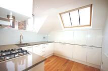2 bedroom Flat to rent in Ferncroft Avenue...