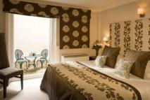 4 bedroom Apartment in Beaufort Gardens...