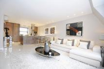 4 bed Penthouse in St Johns Wood Park...