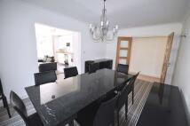 3 bedroom Flat in Sumpter Close, Hampstead