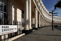 Flat to rent in Park Crescent...