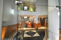 Flat to rent in St Martins Place...