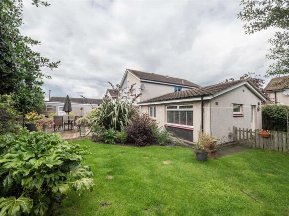 18 stoneyhill court musselburgh, sunny externals-7