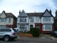 2 bedroom Flat in Bellingham Road, ...